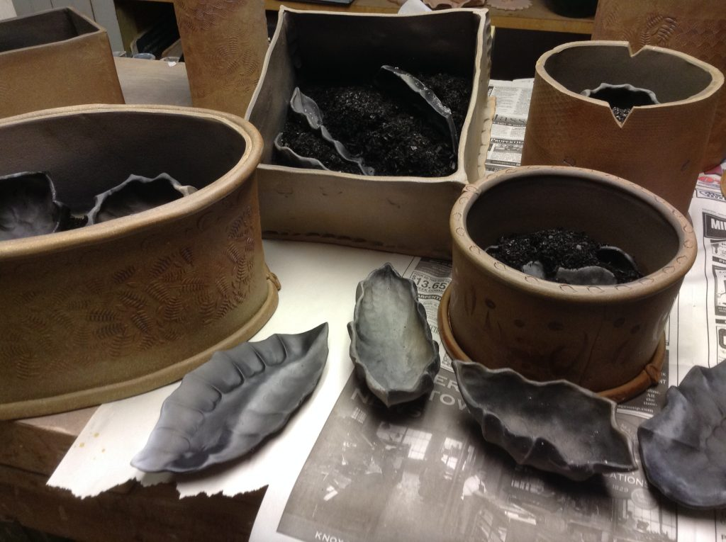 Unpacking fired saggars